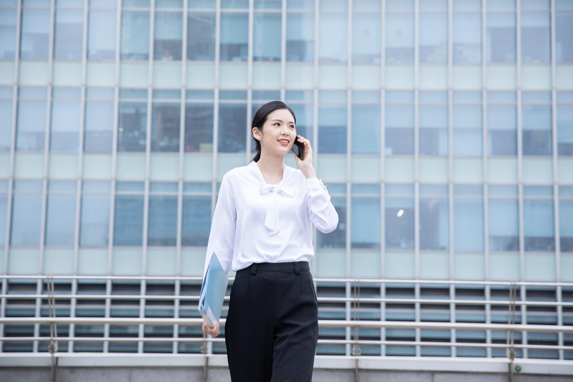 一个老员工的忠告:在职场别玩个性,听话照